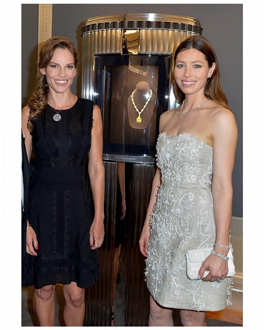 Speciálně pro tuto příležitost zde byl vystaven legendární Tiffany Diamond, jeden z nejvzácnějších diamantů světa. 128.54karátový žlutý diamant je zasazený v náhrdelníku z bílých diamantů o váze více než 100 karátů a je jedním ze základů diamantového dědictví značky.
