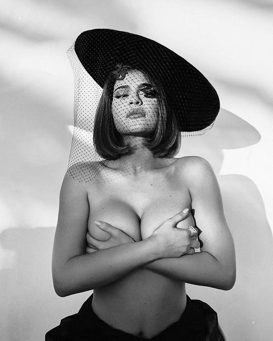 Kylie Jenner se pochlubila snímkem nahoře bez.