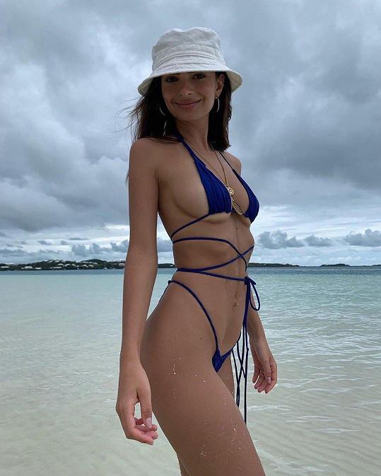 Emily Ratajkowski dokonce tyto modely prodává pod vlastní značkou.