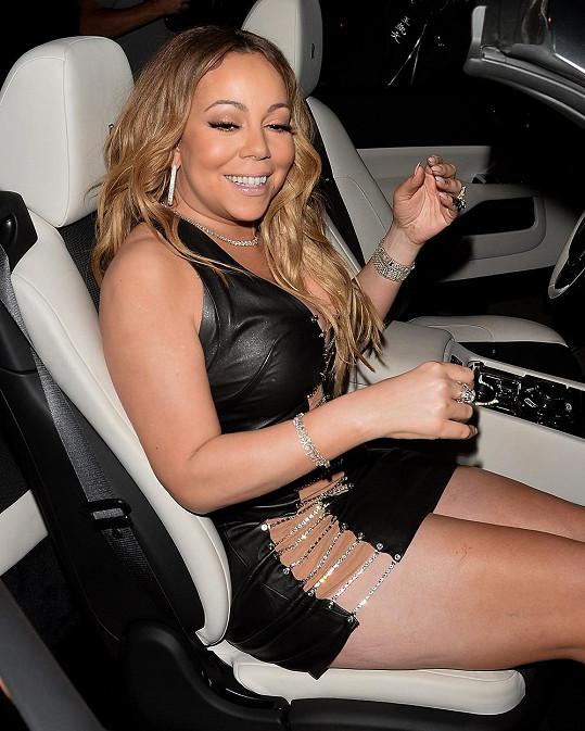 Kde jsou ty časy, kdy bývala Mariah štíhlá jako proutek...
