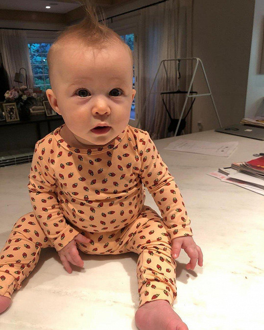 Hilary Duff loni porodila dceru Banks Violet.