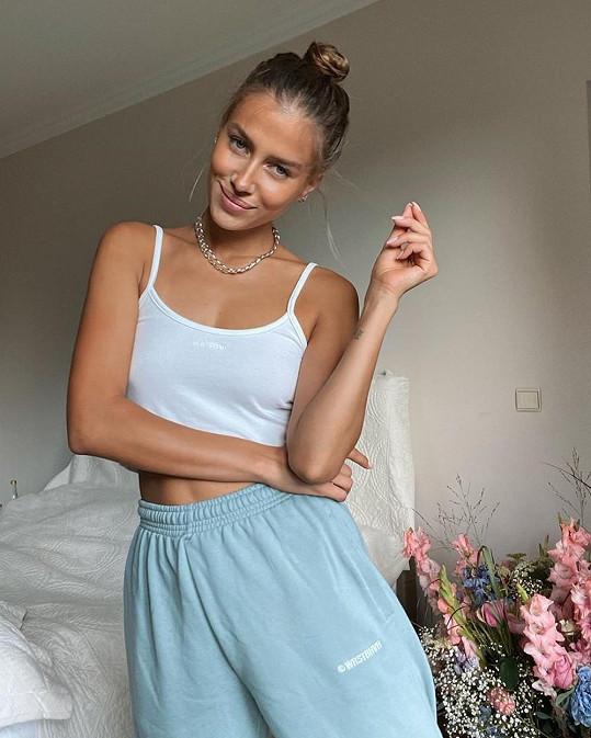 Nicole žije v Německu a živí se jako modelka.