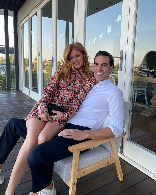 S manželem Sachou, se kterým má tři děti.