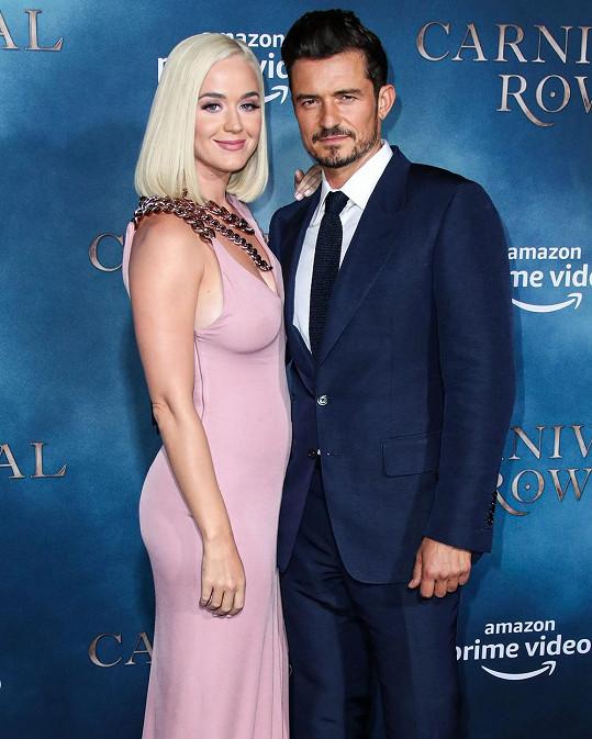 Katy Perry čeká první dítě s Orlandem Bloomem.