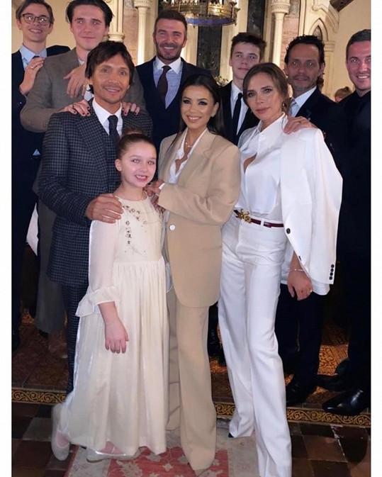 Beckhamovi před Vánoci křtili děti. Za kmotru šla i Eva Longoria.