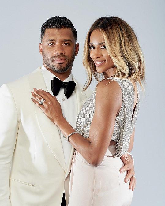 Ciara je vdaná za jednoho z nejlépe placených hráčů amerického fotbalu Russella Wilsona.