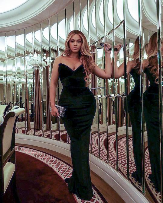 Beyoncé zavítala na premiéru westernu Tím tvrdší je pád.