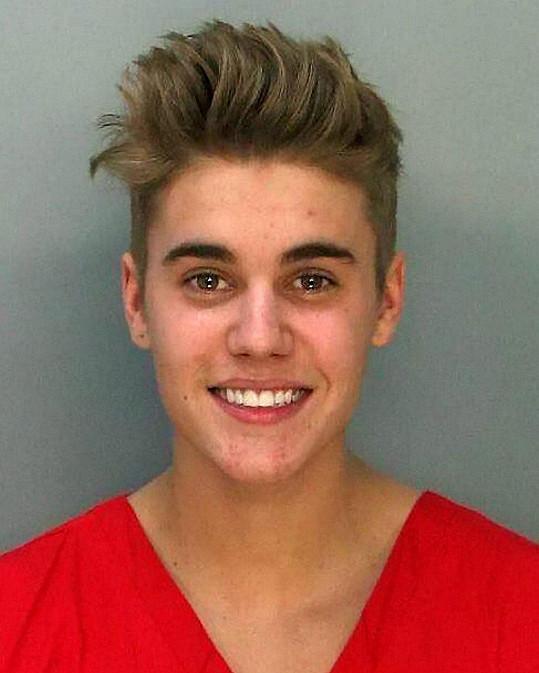 Justin Bieber se usmívá za všech okolností.