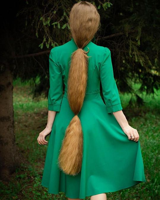 Uznává, že je délka vlasů občas nepraktická.