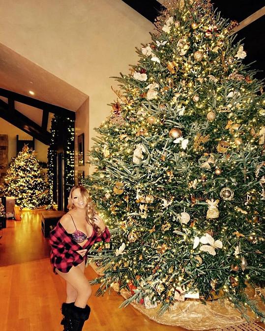 Mariah Carey stráví Vánoce s exmanželem i milencem.
