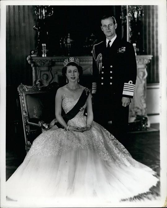 Nikdo na ni nebyl připraven, nikdo nečekal, že Alžběta usedne na trůn tak brzy.