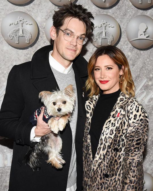 Ashley Tisdale a Christopher French se stali rodiči.