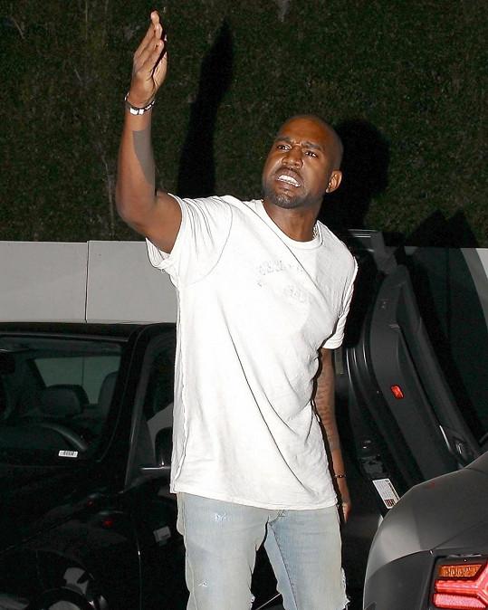 Kanye West se bude muset léčit ze své agresivity.