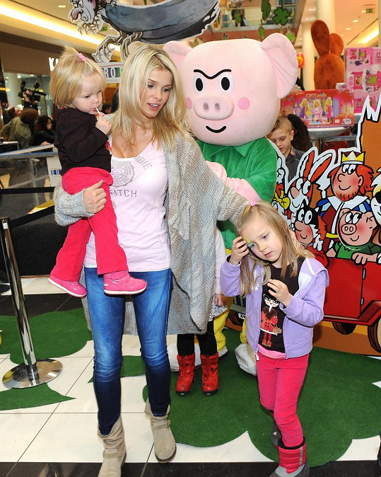 Jáklova manželka s dětmi si akci v Europarku užili.
