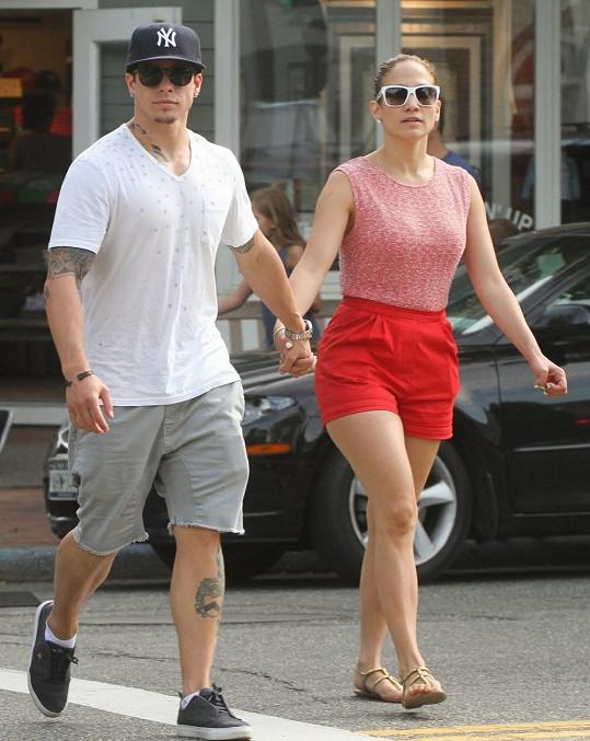 Jennifer Lopez se se svým nastávajícím Casperem Smartem vydala na nákupy.