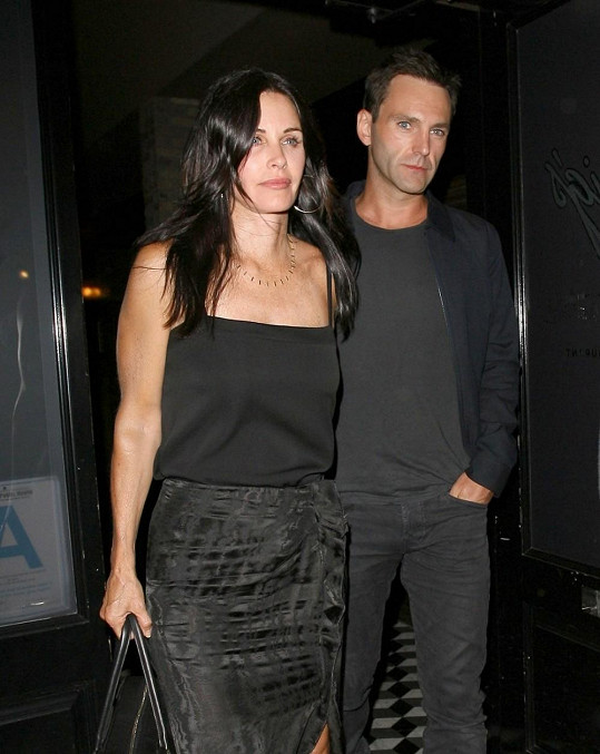 Courteney Cox se zasnoubila s Johnnym McDaidem.