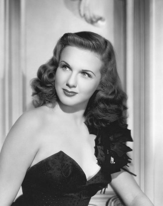 Okouzlující Deanna Durbin v roce 1944.