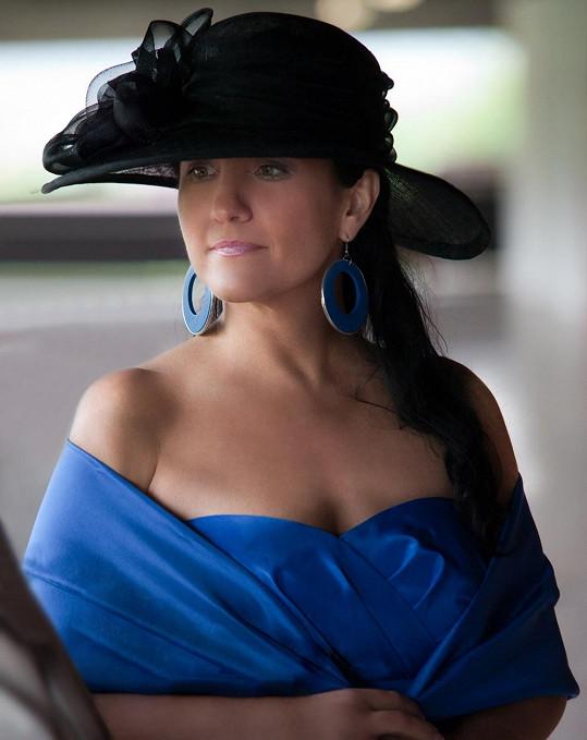 Abtová často pořádá dostihy. Všimli jste si vůbec jejího klobouku?