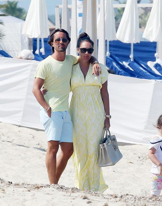 Tamara Ecclestone a Jay Rutland na líbánkách ve Francii