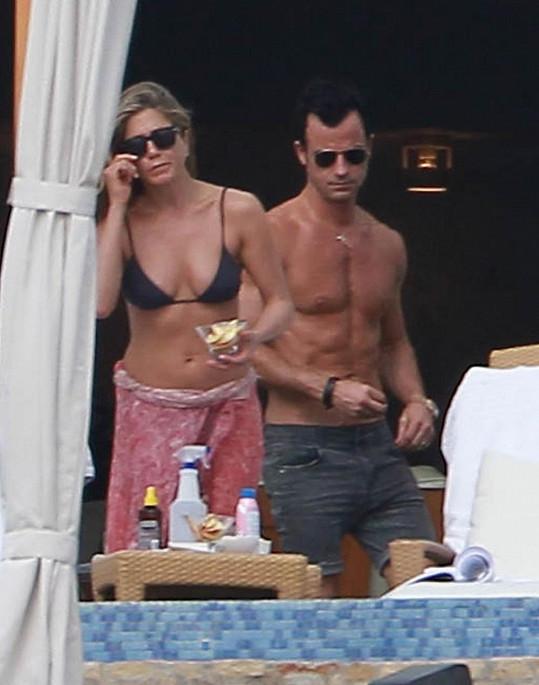 Jennifer i její Justin Theroux se pyšní skvělými postavami.