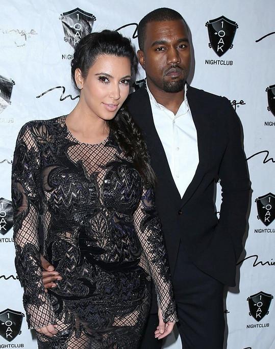 Kayne West požádal o ruku Kim v den jejích narozenin.
