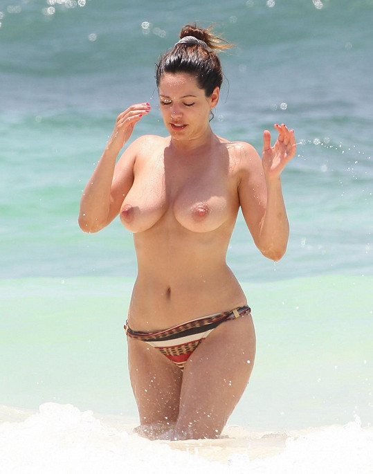 Kelly Brook se v Mexiku neostýchala.