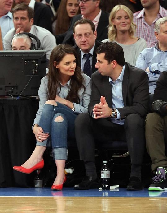 Katie pozorně poslouchala vše, co její společník vyprávěl.