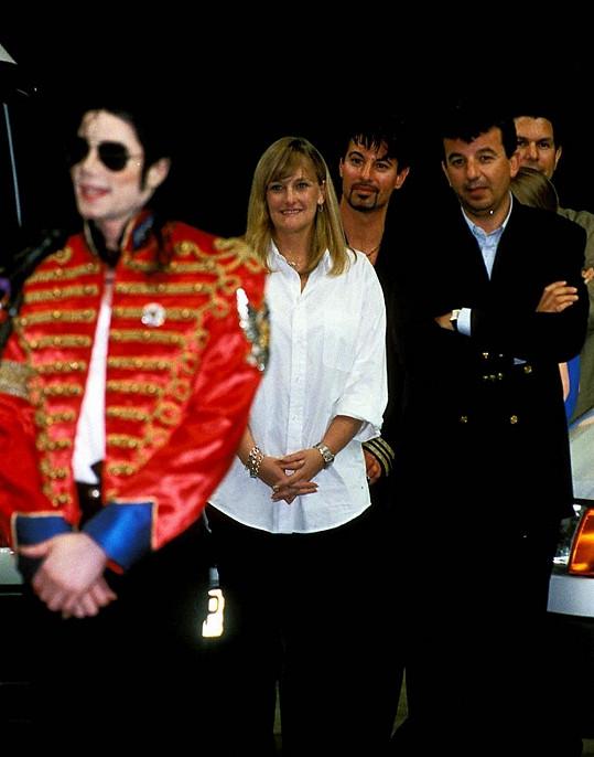 Debbie Rowe s Michaelem Jacksonem v roce 1996 během jeho světového turné History.