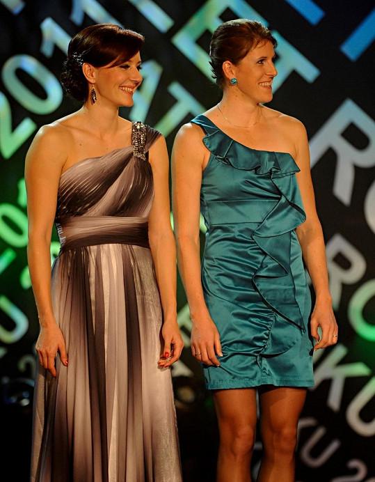 Bývalá manželka Lukáše Rosola Denisa Ščerbová (vlevo) je úspěšnou atletkou.