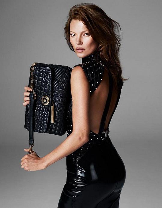 Kate Moss je tváří módního domu Versace.