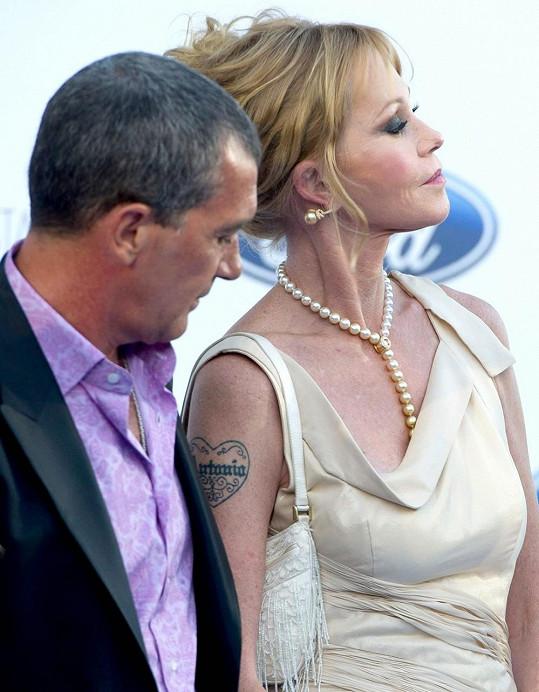 V pondělí by Antonio Banderas hledat své jméno na hereččině rameni marně.