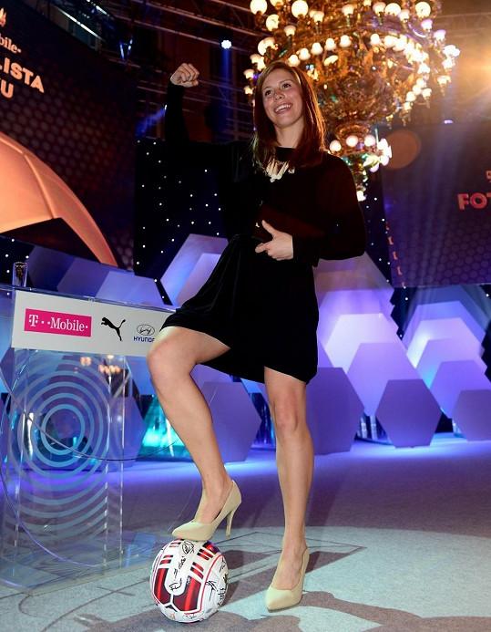 Eva Samková se divákům tentokrát představila jako dáma.