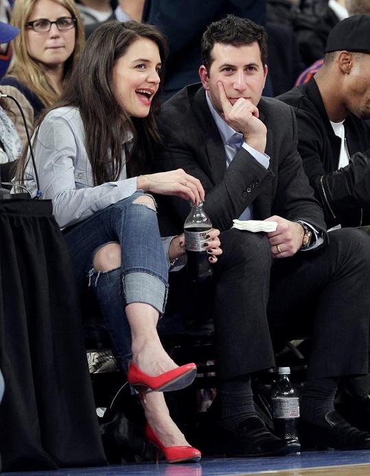 Katie Holmes zašla na basket s neznámým mužem.