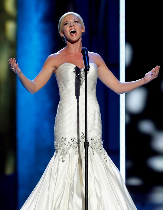 Miss státu Kansas předvedla při zpěvu i svou něžnou tvář.