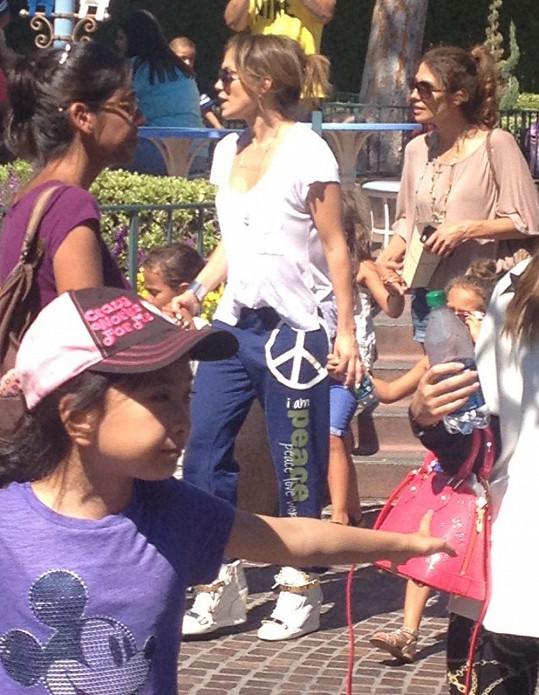 Jennifer Lopez v Disneylandu