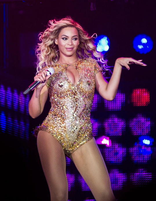 Beyoncé provokuje v sexy kostýmu.
