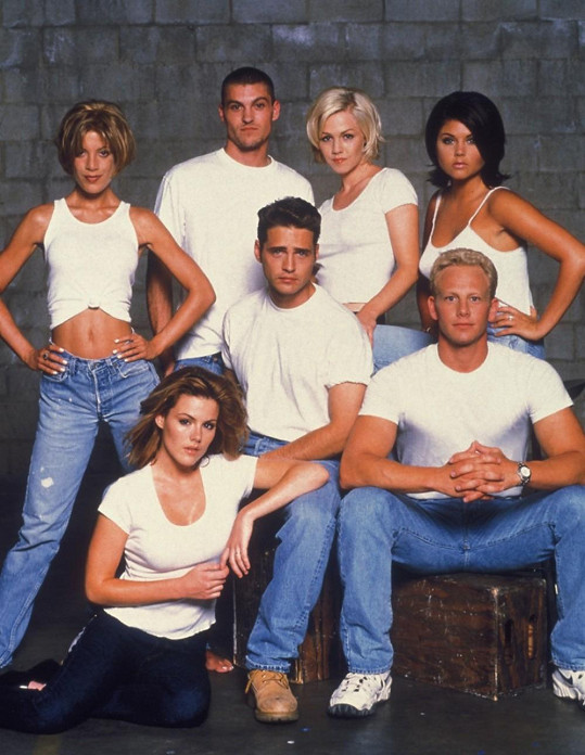 Parta z Beverly Hills 90210 s Tiffani vpravo nahoře.