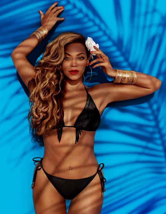 Zpěvačka chytře propojila reklamu pro oděvní značku s propagací svého turné.