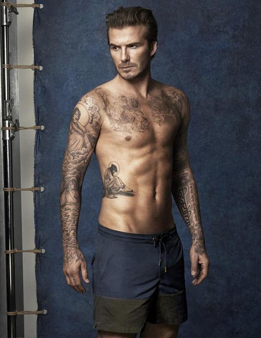 Rozhodně nehrozí, že by Leoš napodobil Davida ve focení kampaně na spodní prádlo nebo plavky.