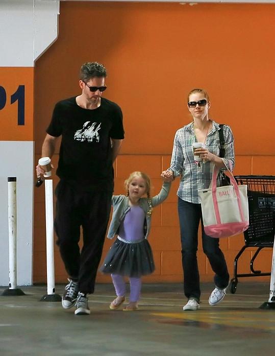 Amy se snoubencem a dcerkou