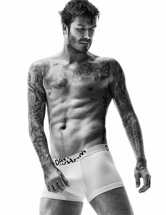David Beckham se pochlubil namakanou postavou.