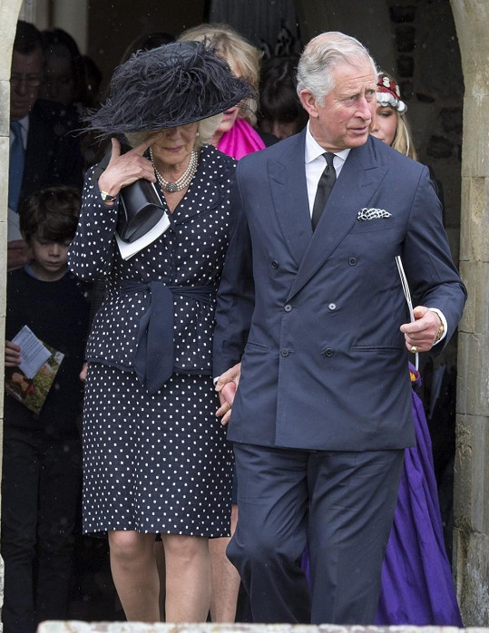 Podporou byl při pohřbu její choť princ Charles.