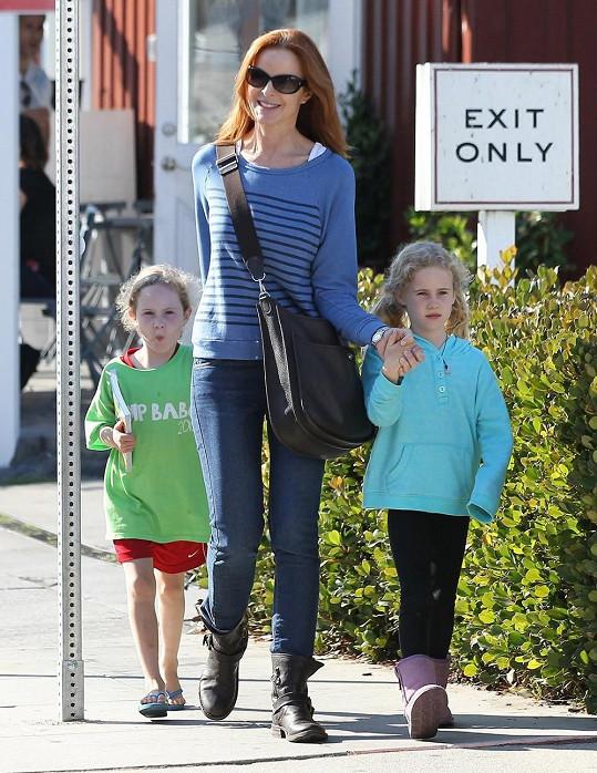 Marcia Cross a její sedmileté dcerky Svannah a Eden.