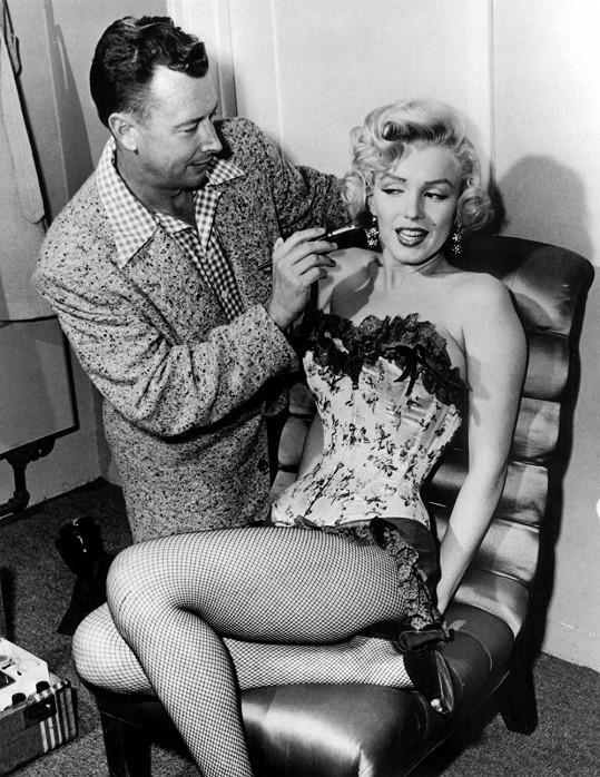Monroe se svým dvorním maskérem Allanem Snyderem, který měl od Marilyn dopředu zaplaceno i líčení na pohřeb, pokud by k němu někdy došlo. Herečka nejspíš neměla tušení, že to bude tak brzy...