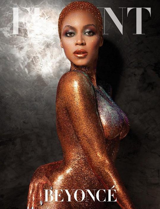 Zlato v hrdle i po těle... To je Beyoncé na obálce magazínu Flaunt.