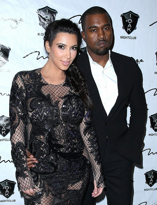 Kanye West s partnerkou Kim Kardashian čekají prvního potomka.