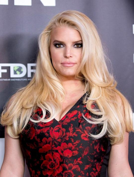 Zpěvačka se účastnila předávání WWD's Footwear News Achievement Awards.