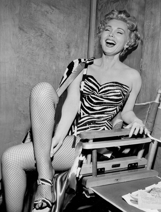Zsa Zsa se snažila v mnohém napodobovat o devět let mladší Marilyn Monroe. Nedostižně....