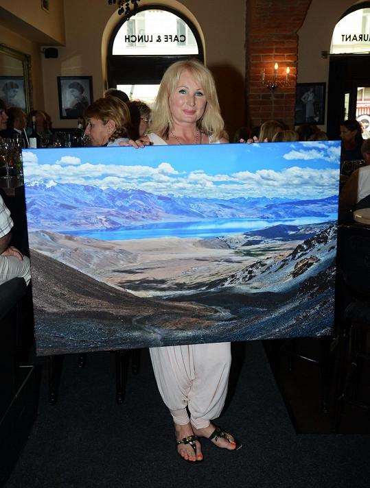 Od kamarádky Moniky Navrátilové dostala fotografický obraz z Himalájí. Je to pohled z 5500 metrů nad mořem na jezero Tso Moriri, kde Světlana na pětidenním treku překonala sama sebe.