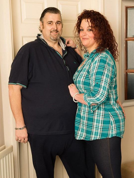 Jo a Shaun jsou zasnoubení a plánují svatbu.